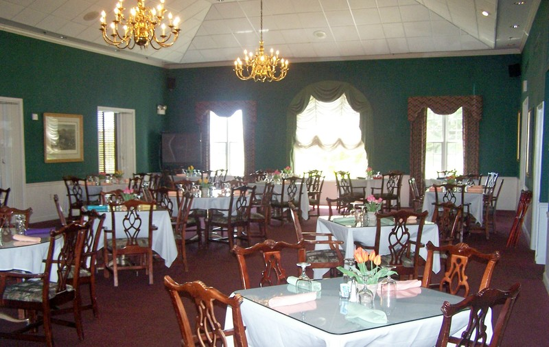 Interior shot of the Main Dining Room at Southern Woods Golf Club